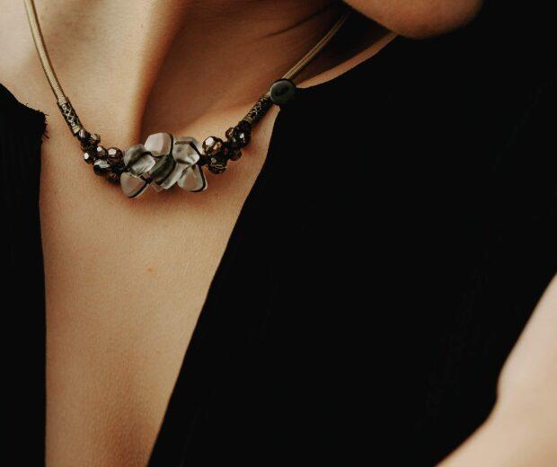 Sara Bartko – Création artisanale de bijoux Haute Fantaisie ultra féminin